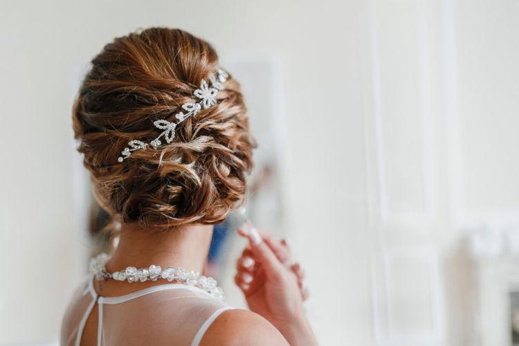 カラードレスに合う髪型の見付け方!秘策は5つのステップと3つのW