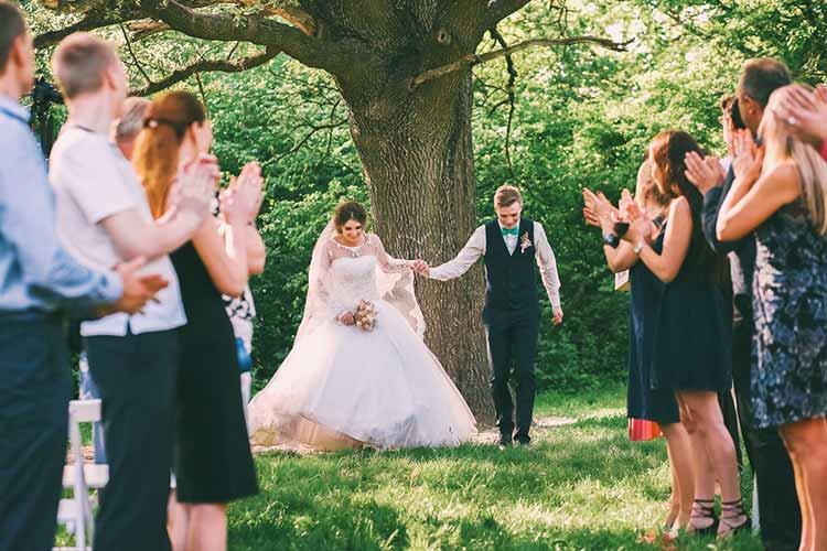人前式選んだカップルは33.8%ふたりらしく愛を誓う人前式の魅力