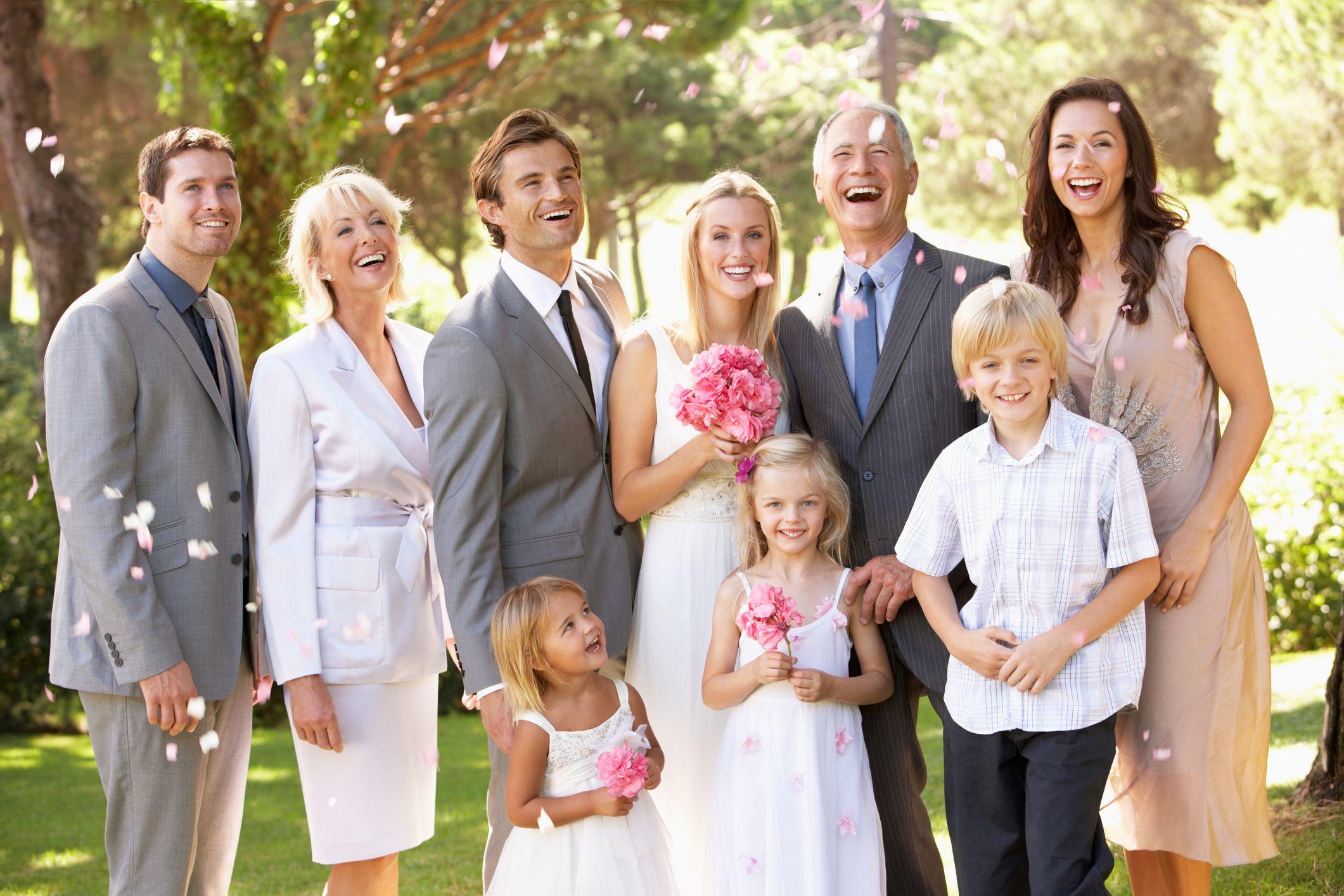 結婚式での家族写真