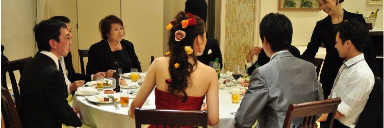 新郎新婦の席を全テーブルに作る