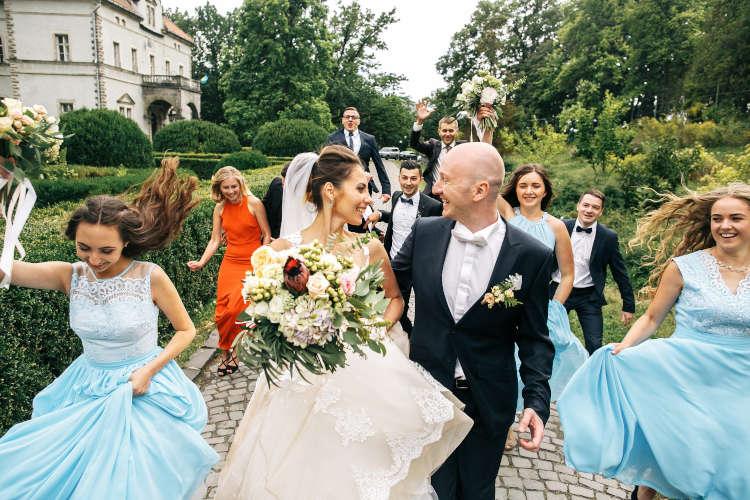 70人の結婚式、相場は360万円!節約のコツと成功の秘訣