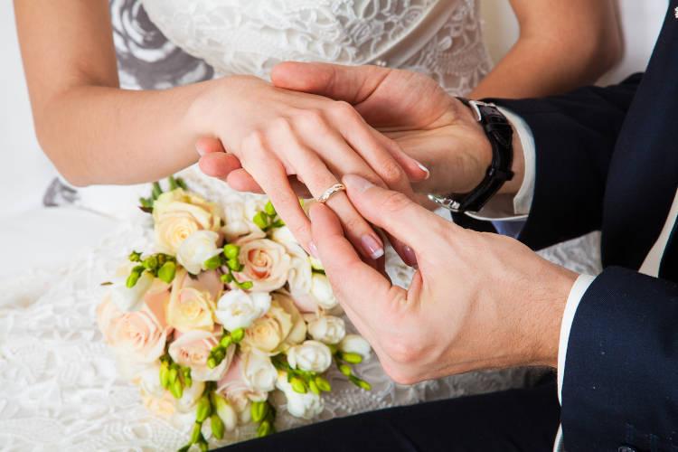 シンプルな結婚指輪を選ぶ人は70.5%!おすすめブランド7選