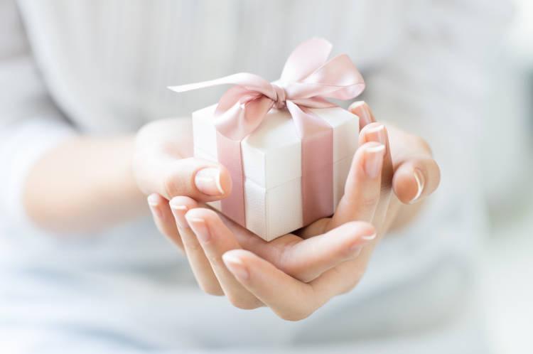 結婚祝いを貰ったら内祝いを贈るのがマナー!送る時期や品物の選び方