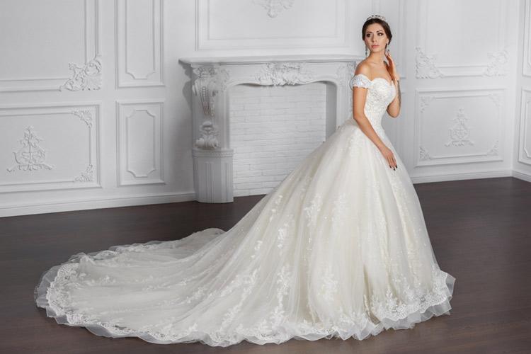 ウェディングドレス(オフショルダー) 花嫁 シンプル