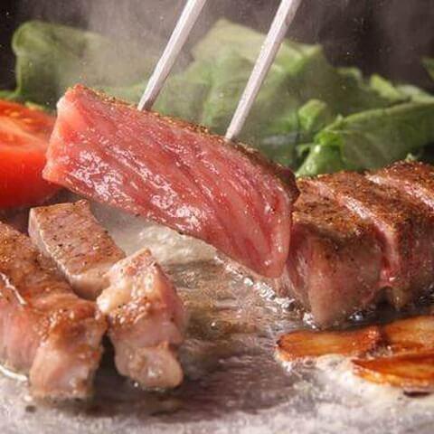 鉄板二百度のステーキ