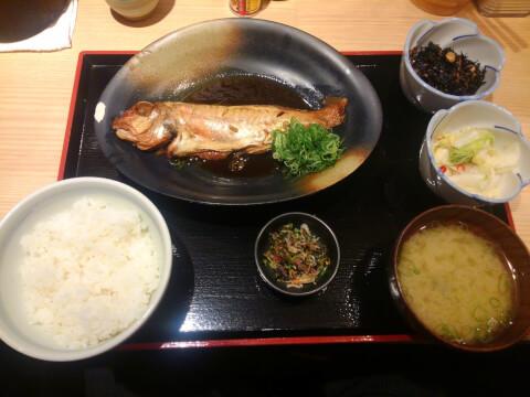 丸の内 ランチ 魚治 定食
