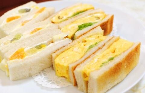 卵とフルーツサンド