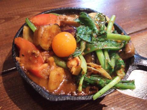 一日分の野菜カレー 野菜を食べるカレーキャンプ 代々木駅 ランチ エスニック おすすめ