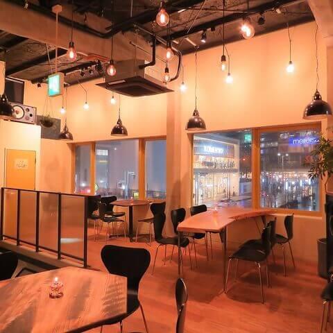 名古屋 居酒屋 ビアバー 名駅 クラフトビール 7DAYS Craft Kitchen 3階店内 DJ