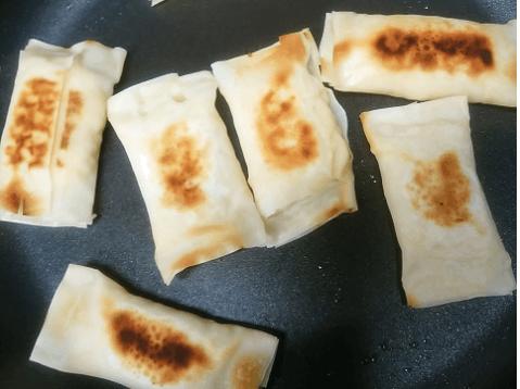 多めの油で焼くか、揚げるかします