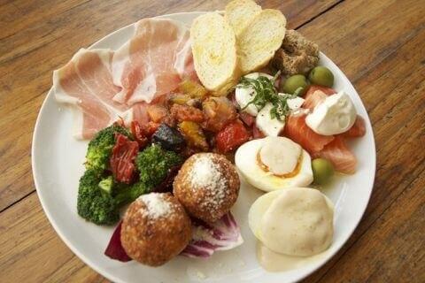 おまかせ前菜盛り合わせ 青いナポリ  イタリアン 後楽園 ランチ おすすめ