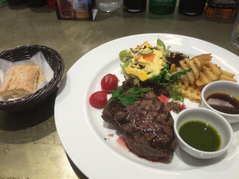 表参道 おすすめ カフェ hanami ビーフステーキ