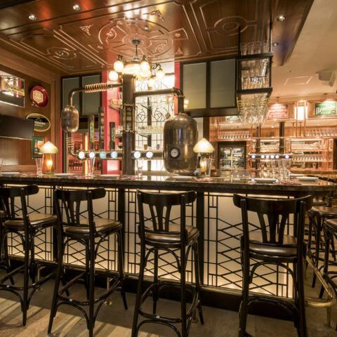 名古屋 ビール 居酒屋 名駅 大名古屋ビルヂング 世界のビール博物館 バーカウンター