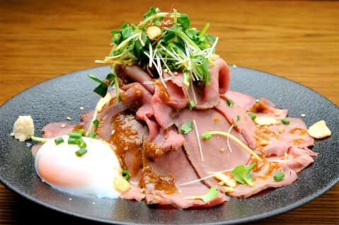 新宿 肉 ランチ ビストロ熟肉 ローストビーフ丼