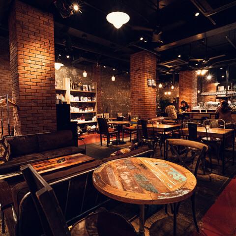 東京 おすすめ ブックカフェ 広い ソファ BLUE BOOKS cafe