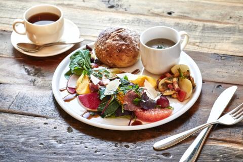 harajuku-cafe-botanist-salad