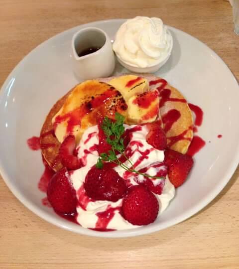 butterの苺パンケーキ