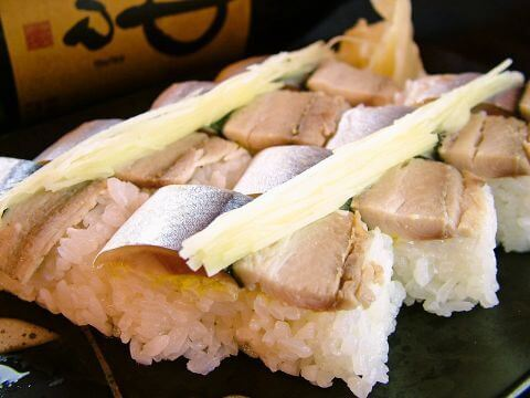 銅羅のさんまずし 日本酒飲み比べ 呑者家 銅羅 新宿三丁目 おすすめ 居酒屋 海鮮 魚介 日本酒 美味しい