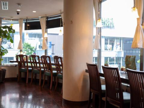 エジンバラ 新宿 カウンター席の写真