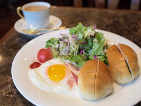 新宿 エジンバラ モーニング ロールパン