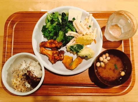 オーガニックレストラン 広場 東京店 原宿 ランチ おすすめ ビュッフェ 食べ放題