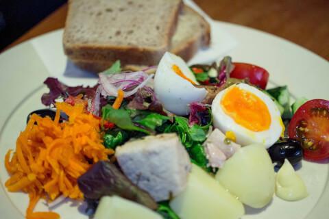 有機野菜のサラダニソワーズとスープ