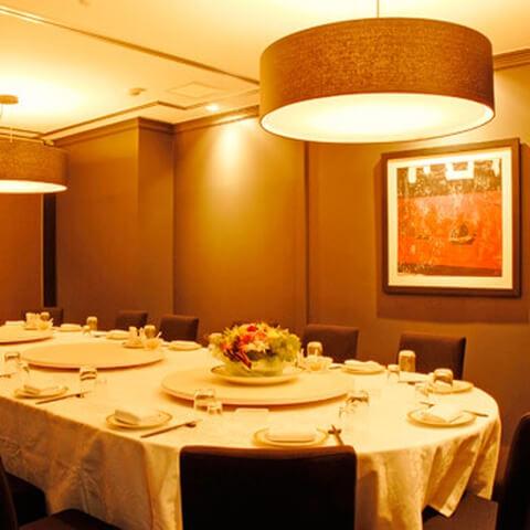 浜松町 ディナー シーフードレストラン 香港 店内 円卓