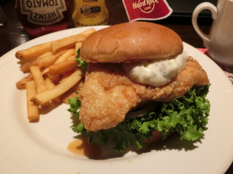 ueno-lunch-hardrockcafe-chickensandwich