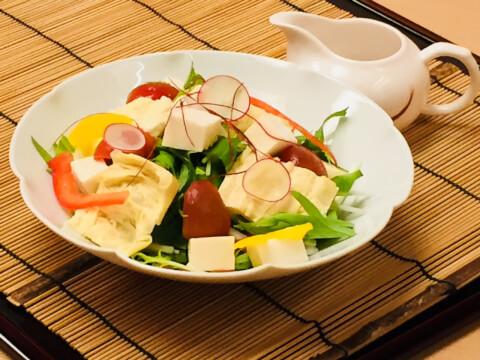 湯葉サラダの写真