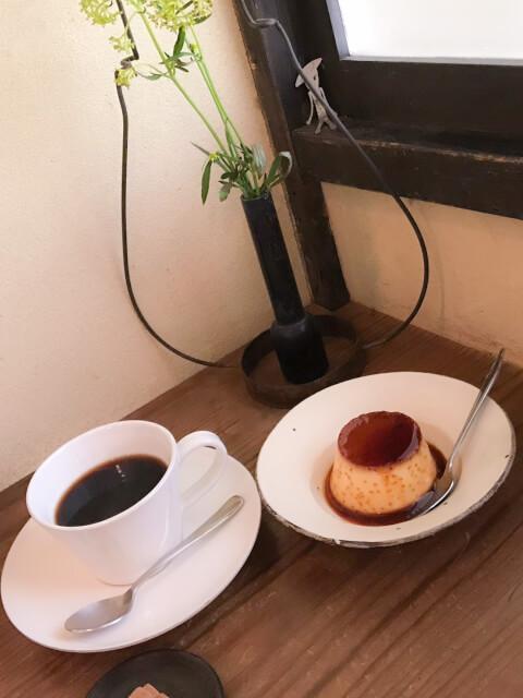 プリンとおいしいコーヒーの写真