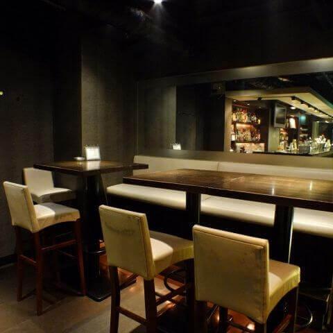 新宿のおしゃれで安いおすすめバー、女子一人も人気のジャイコ