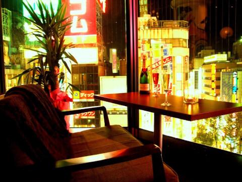 新宿 ディナー kawara CAFE & Dining おしゃれな店内