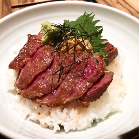 新宿 肉ランチ ますお ステーキ丼セット