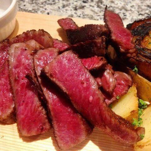 ミートワイナリーの牛リブロースのステーキ