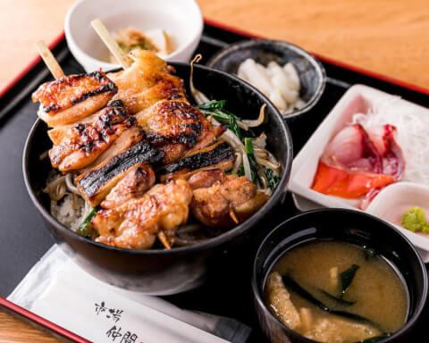 新宿 ランチ 三是 焼き鳥丼