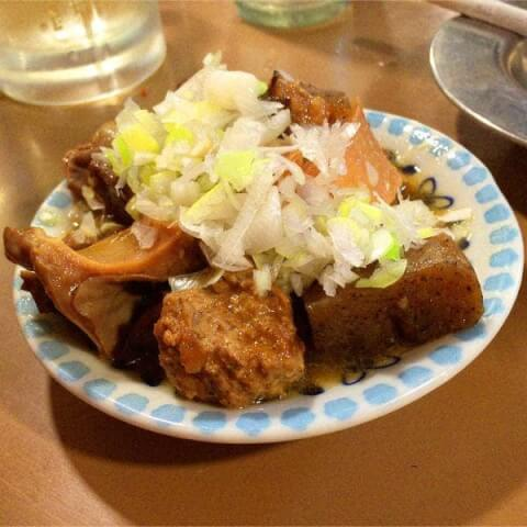 もつ焼き ウッチャン 思い出横丁 新宿 居酒屋 牛もつ煮込み