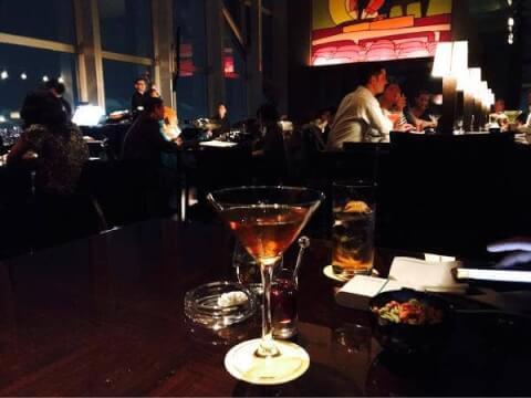 新宿で夜景の見えるおしゃれなバー、デートに人気なニューヨークバー