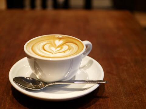 Paul Bassett 新宿 カフェ おすすめ 西口 おしゃれshinjuku-cafe-paulbassett-latte