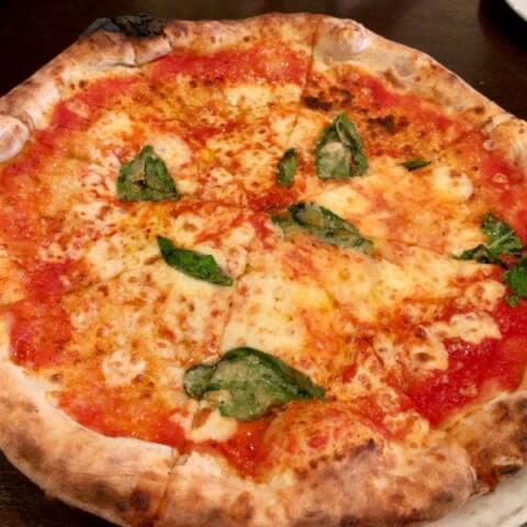 ピッツェリアラロッサ料理画像