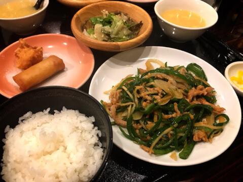 心斎橋 ランチ R・D レインボードラゴン 豚肉とピーマンの細切り炒めランチ