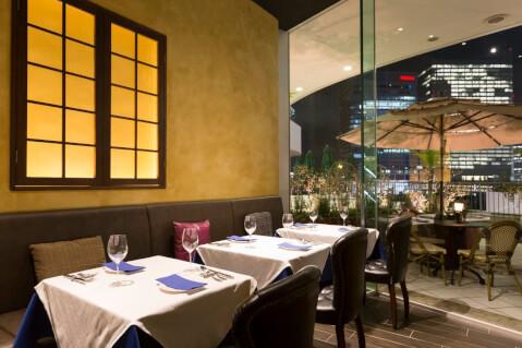 横浜 店内 夜景 BISTRO RUBAN 横浜 東口 イタリアンレストラン
