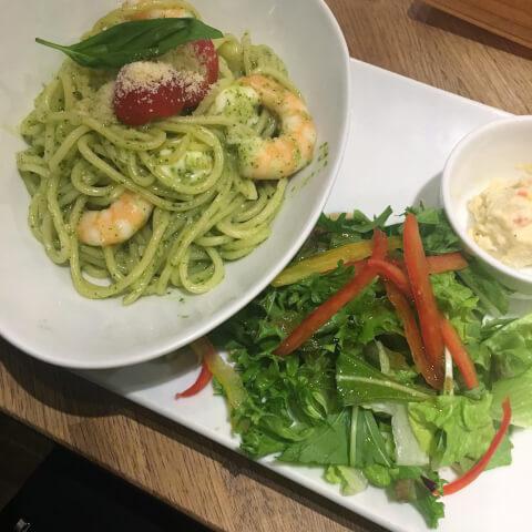 新宿 ランチ 猿カフェ