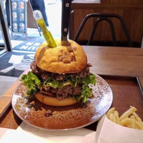 新宿 ハンバーガー ランチ テイクアウト 人気