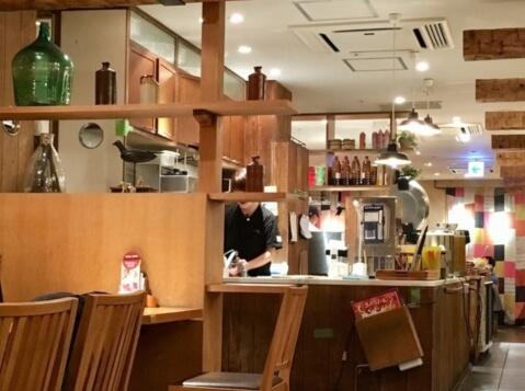 新宿 ディナー おぼんdeごはん おしゃれな店内