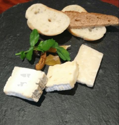 新宿 ディナー エイコーン チーズ