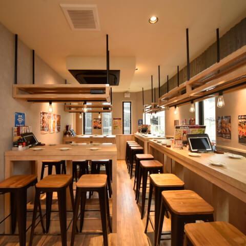 田町 居酒屋 とりいちず 店内 テーブル席 学生 飲み会