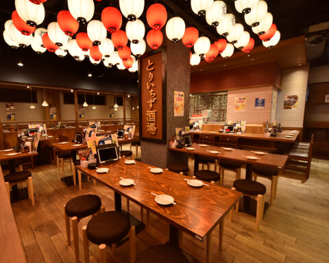 渋谷 居酒屋 とりいちず 内観 テーブル席