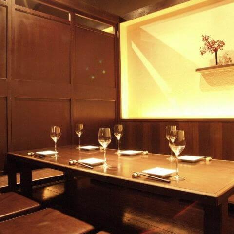 名古屋 居酒屋 焼き鳥 とりっぱ 店内 個室