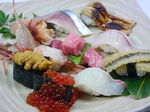 魚心 新宿 寿司 おすすめ  寿司盛り合わせ