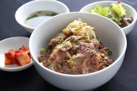 新宿 肉ランチ 焼肉酒家 和牛カルビ丼